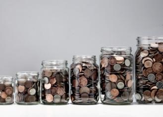 Szülőknek gyermekünek pénzt kell gyűjteni